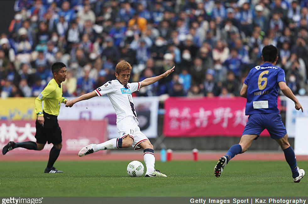 コンサドーレ札幌のMF稲本潤一(36)、右ひざ負傷で全治8カ月…今季絶望か
