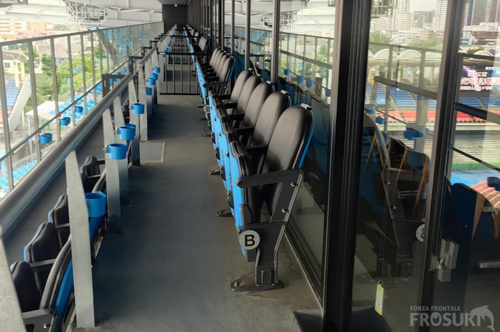 クッション付きの座席 写真はテラス席の座席